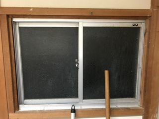 古い窓.JPG
